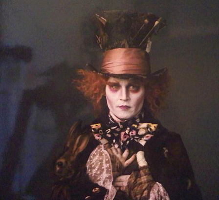 Johnny Depp est le Chapelier Fou de Tim Burton dans Alice in Wonderland
